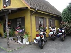 お店とバイク06.28.JPG